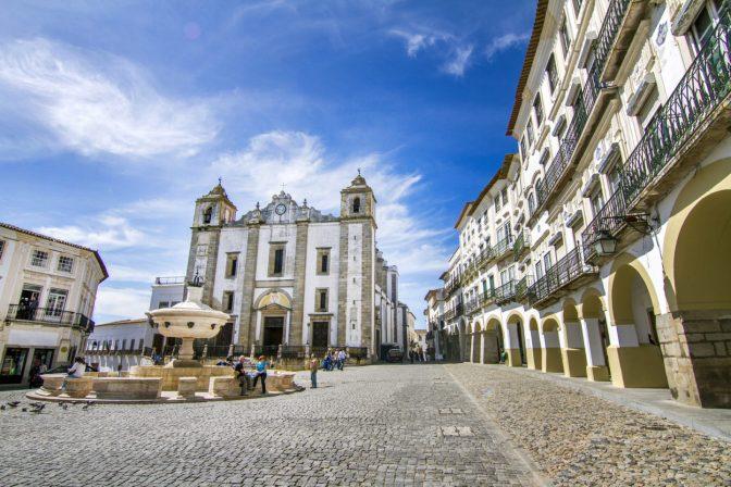 View of the Giraldo square located on Evora, Portugal.